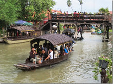 Khlong Sra Bua Floating Market
