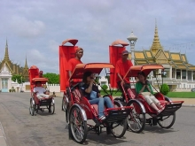 Central Phnom Penh by Cyclo Tour