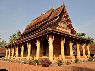 Luang Prabang - Vientiane (B, L)